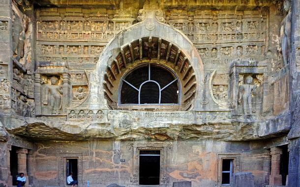 世界遺産「アジャンター石窟群(インド)」、第26窟のファサード