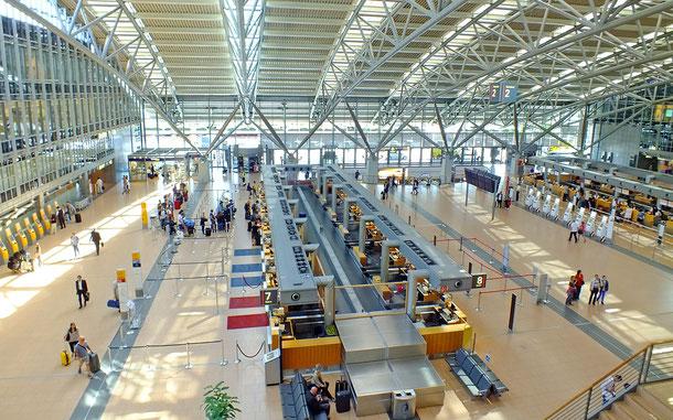 空港のチェックイン・カウンター