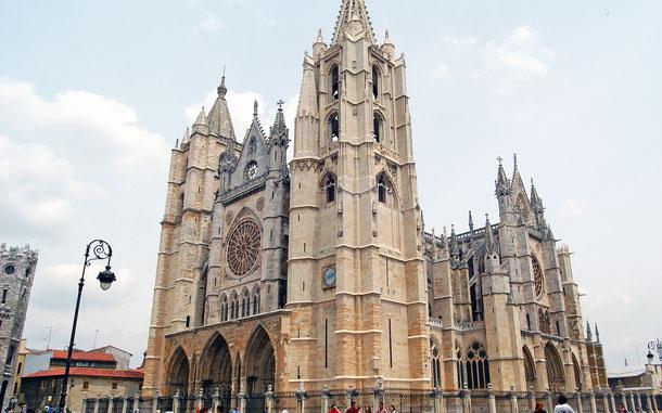世界遺産「サンティアゴ・デ・コンポステーラの巡礼路:カミーノ・フランセスとスペイン北部の巡礼路群(スペイン)」、レオンのサンタ・マリア大聖堂(レオン大聖堂)