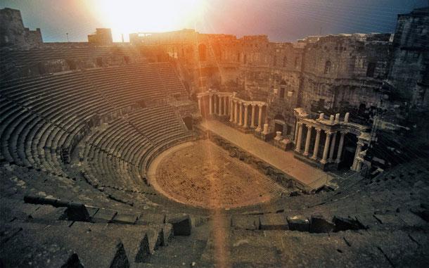 シリアの世界遺産「古代都市ボスラ」のローマ劇場