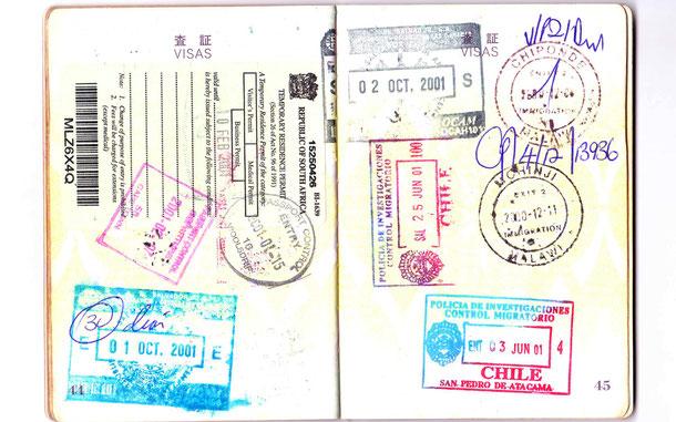 パスポートとスタンプ