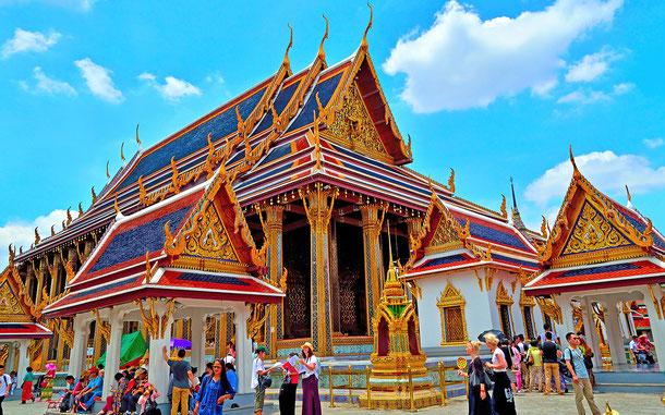 バンコクのワット・プラ・ケオ(エメラルド寺院)の本堂ウボソット