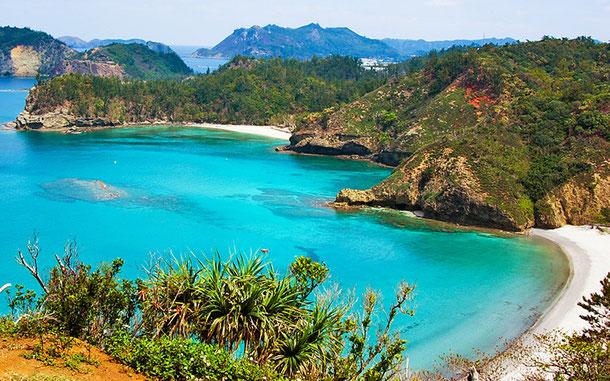 2011年に世界遺産リストに登録された「小笠原諸島」父島の小港海岸とコペペ海岸。日本は1993年、1996年、2011年に複数登録を果たしている (C) Anagounagi