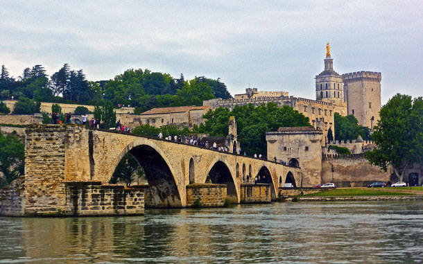 世界遺産「アヴィニョン歴史地区:教皇庁宮殿、司教関連建造物群及びアヴィニョン橋(フランス)」