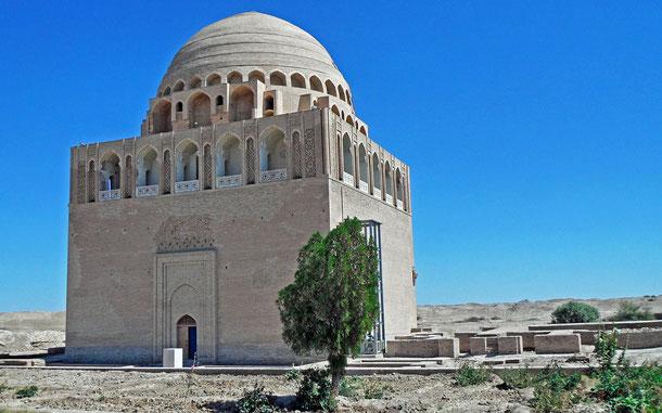 """世界遺産「国立歴史文化公園""""古代メルフ""""(トルクメニスタン)」、スルタン・サンジャル廟"""