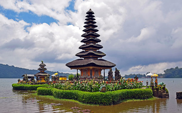 世界遺産「バリ州の文化的景観:トリ・ヒタ・カラナ哲学に基づくスバック灌漑システム(インドネシア)」、ウルン・ダヌ・バトゥール寺院