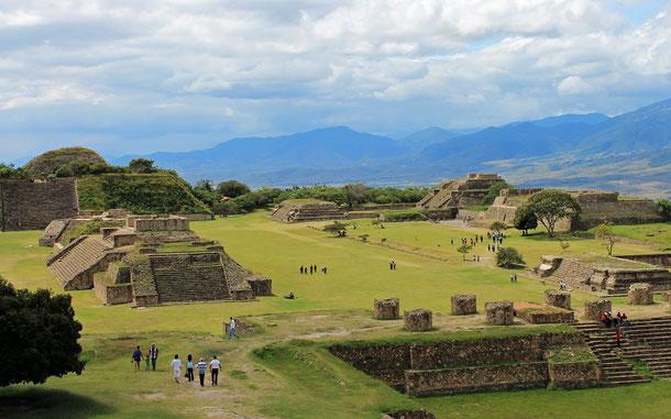 世界遺産「オアハカ歴史地区とモンテ・アルバンの古代遺跡(メキシコ)」、モンテ・アルバンのグラン・プラザ