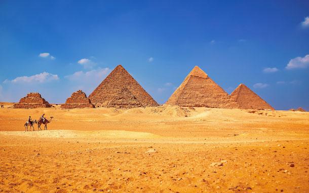 世界遺産「メンフィスとその墓地遺跡-ギザからダハシュールまでのピラミッド地帯」、ギザの3大ピラミッド