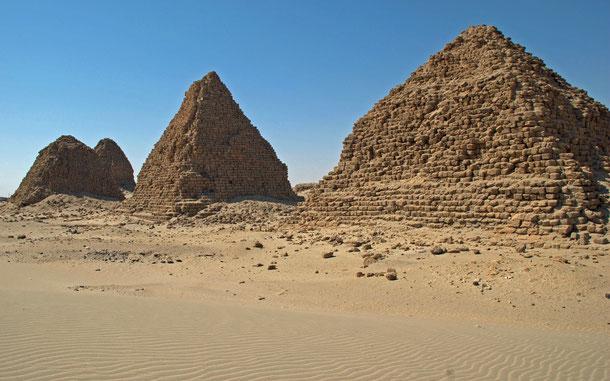 世界遺産「ゲベル・バルカルとナパタ地域の遺跡群(スーダン)」、ヌリのピラミッド群