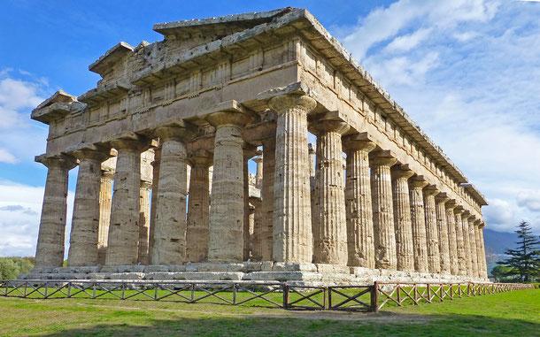 世界遺産「パエストゥムとヴェリアの古代遺跡群を含むチレント・エ・ヴァッロ・ディ・ディアノ国立公園とパドゥーラのカルトゥジオ修道院(イタリア)」、パエストゥムのネプチューン神殿