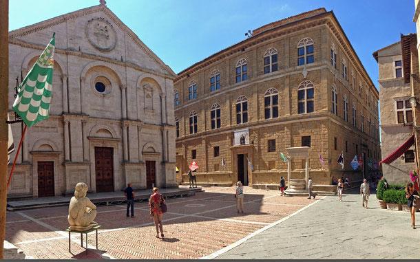 イタリアの世界遺産「ピエンツァ市街の歴史地区」、ピウス2世広場のピエンツァ大聖堂とパラッツォ・ピッコローミニ