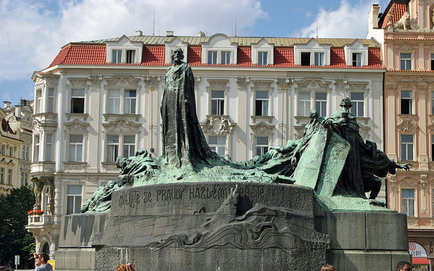 世界遺産「プラハ歴史地区(チェコ)」旧市街広場、ヤン・フス像