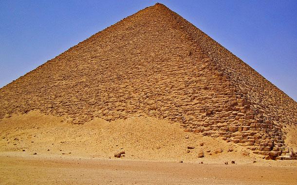 世界遺産「メンフィスとその墓地遺跡-ギザからダハシュールまでのピラミッド地帯(エジプト)」、赤のピラミッド