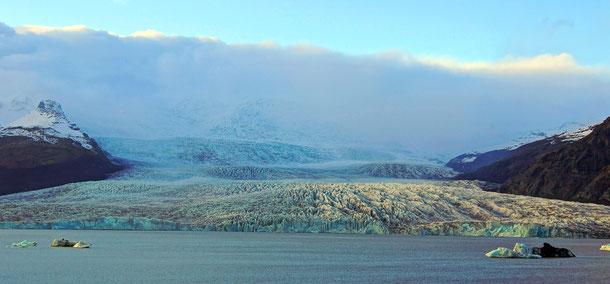 アイスランドの新世界遺産「ヴァトナヨークトル国立公園-炎と氷によるダイナミックな自然」、海に注ぐ氷河
