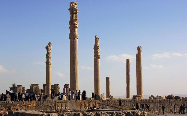 イランの世界遺産「ペルセポリス」、アパダナの列柱
