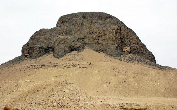 世界遺産「メンフィスとその墓地遺跡-ギザからダハシュールまでのピラミッド地帯」、センウセレト2世のピラミッド