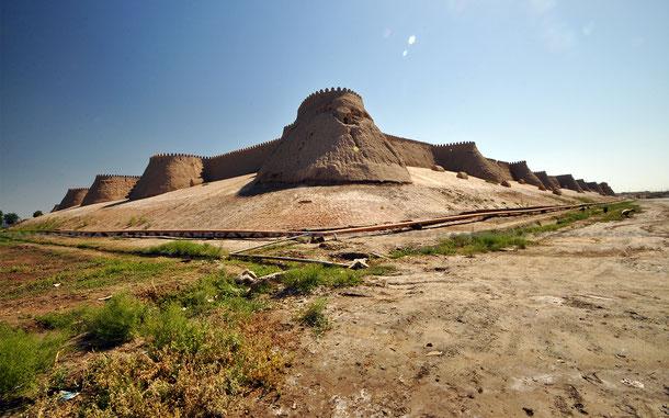 タシュ・ダルヴァザ門付近の城壁