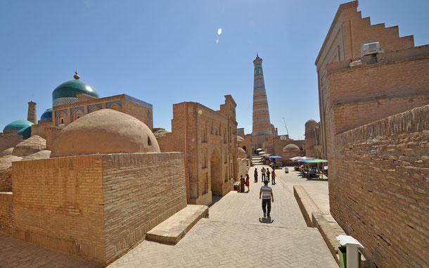 パフラヴァン・マフムド廟周辺の街並み