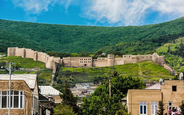 世界遺産「デルベントのシタデル、古代都市、要塞建築物群(ロシア)」、ナリンカラの城壁