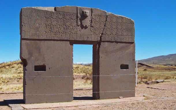 世界遺産「ティワナク:ティワナク文化の宗教的・政治的中心地(ボリビア)」、カラササヤにある太陽の門