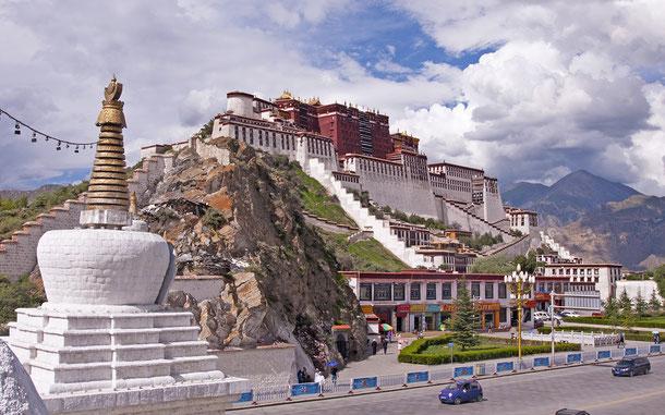 中国の世界遺産「ラサのポタラ宮歴史地区」のポタラ宮
