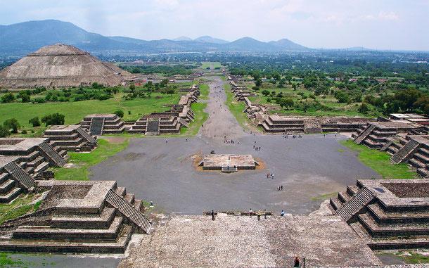 メキシコの世界遺産「古代都市テオティワカン」、月のピラミッド頂上からの眺め