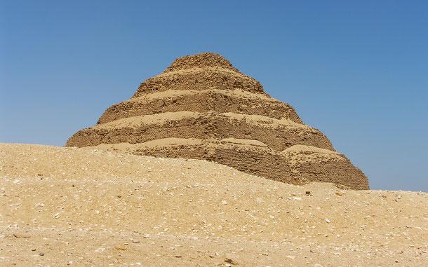 世界遺産「メンフィスとその墓地遺跡-ギザからダハシュールまでのピラミッド地帯(エジプト)」、ジェセル王の階段ピラミッド