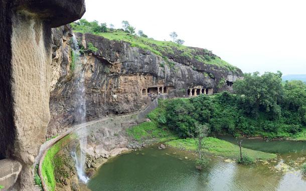 インドの世界遺産「エローラ石窟群」、29窟からの眺め