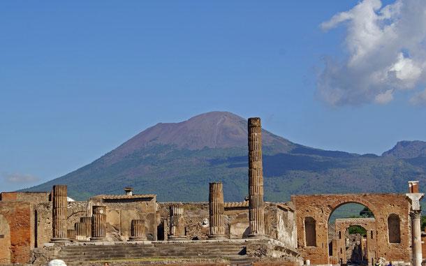 世界遺産「ポンペイ、エルコラーノ及びトッレ・アヌンツィアータの遺跡地域(イタリア)」とヴェスヴィオ山