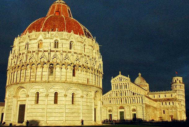 世界遺産「ピサのドゥオモ広場(イタリア)」、ピサ大聖堂、洗礼堂、鐘楼(ピサの斜塔)