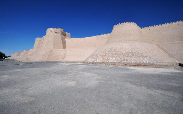 オタ・ダルヴァザ門付近の城壁