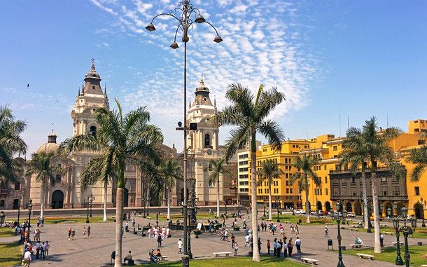 ペルーの世界遺産「リマ歴史地区」のマヨール広場(アルマス広場)