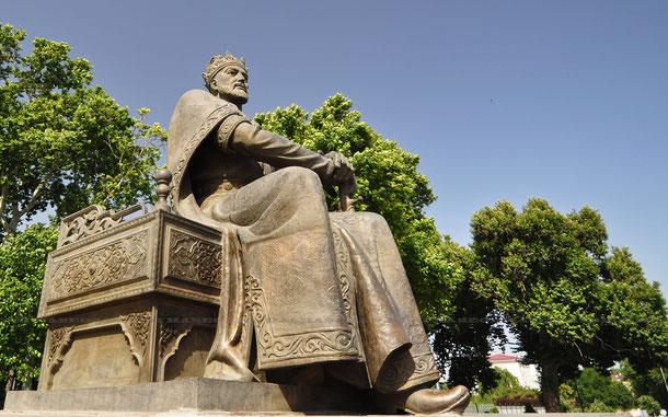 サマルカンドのティムール像