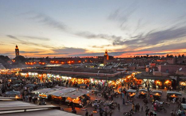 モロッコの世界遺産「マラケシュ旧市街」、ジャマ・エル・フナ広場
