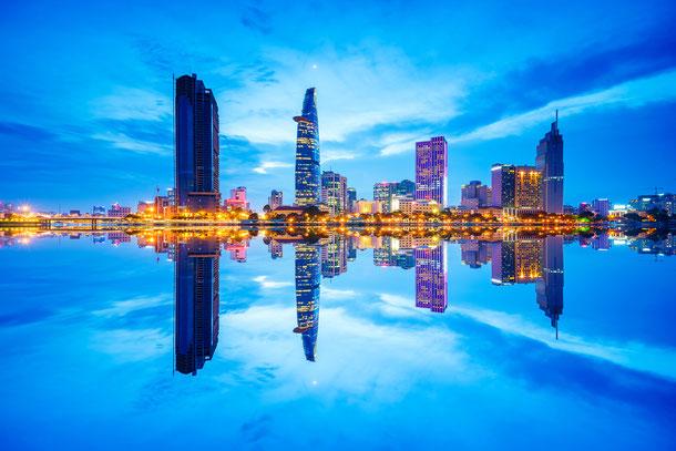 Ho-Chi-Minh-Stadt oder Saigon genannt ist besonders bei Nacht ein toller Anblick