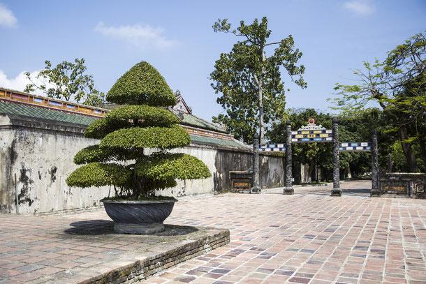 Auf Entdeckungstour in  der alten von Mauern umgebenen Zitadelle von Hue