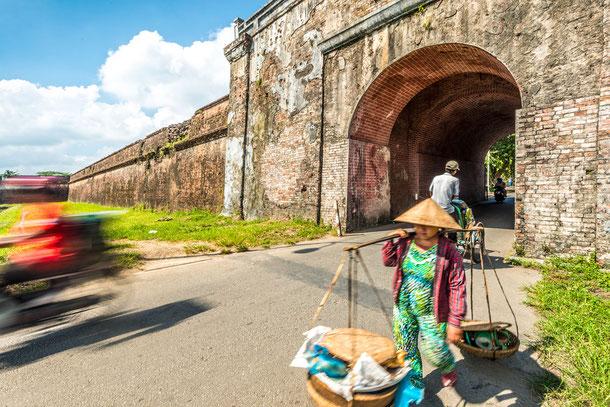 Hue ist zentral gelegen und von allen Richtungen gut zu erreichen. Daher eignet sich diese Stadt gut als Baustein auf Vietnam Rundreisen.
