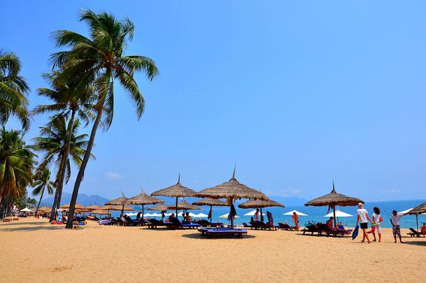 Einen tollen Badeurlaub unter tropischen Palmen kann man in Nha Trang erleben