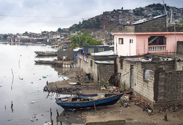 Verschmutztes Wasser ist oft die Ursache für eine Verbereitung der Cholera.
