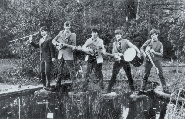 v.l.n.r. Nico Stijnen, zang - Willem Molin, slaggitaar - Harry Dohmen, basgitaar                                       Jack Noland, drums - Hub Coumans, sologitaar       foto met dank aan Hub Coumans