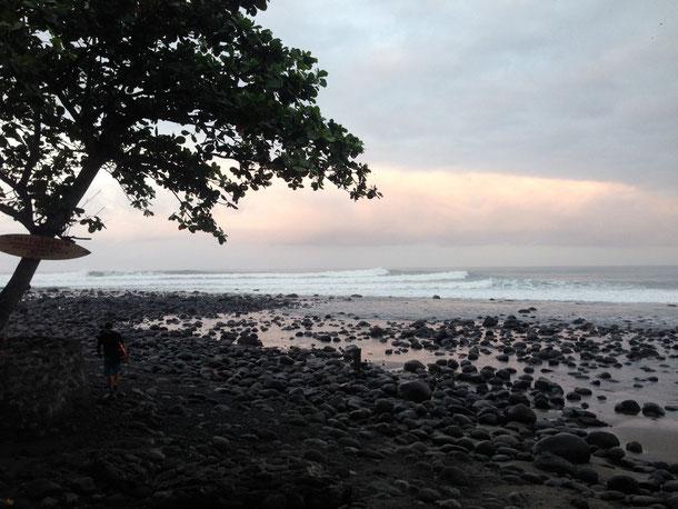 Big swell Medewi surf