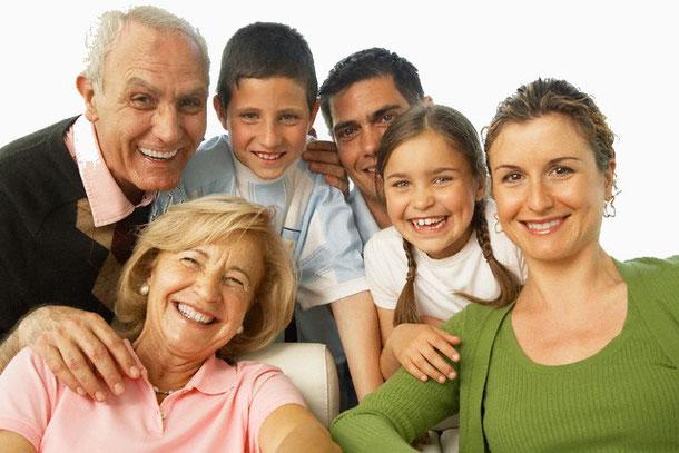 famille enfant simple aide senior adulte couleurs soutient santé jeunesse facile