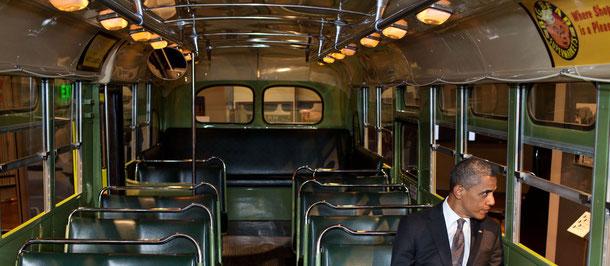 US-Präsident Barack Obama auf dem Platz, den Rosa Parks 1955 nicht einem Weißen überließ (Foto: Pete Souza,  Lizenz: The White House)