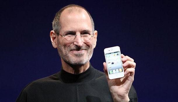 Steve Jobs präsentiert das iPhone 4 (Foto: Matthew Yohe, Lizenz: CC-BY-SA-3.0)
