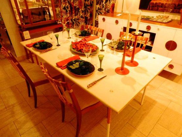 おしゃれな食卓にもザリガニ・・・・