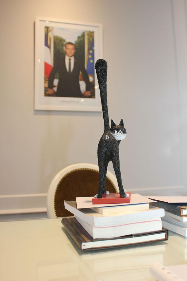 Le trophée du 1er Prix de la Nouvelle Humoristique signé par Jean-Loup Chiflet, Pascal Fioretto, Sandrine Sénès et Céline Santran