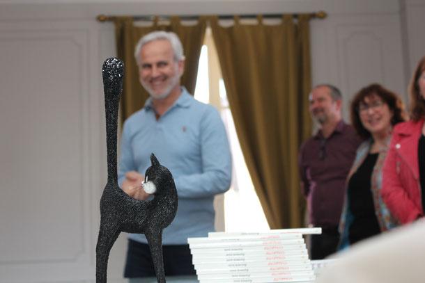 Le trophée remis au lauréat du 1er Prix de la Nouvelle Humoristique