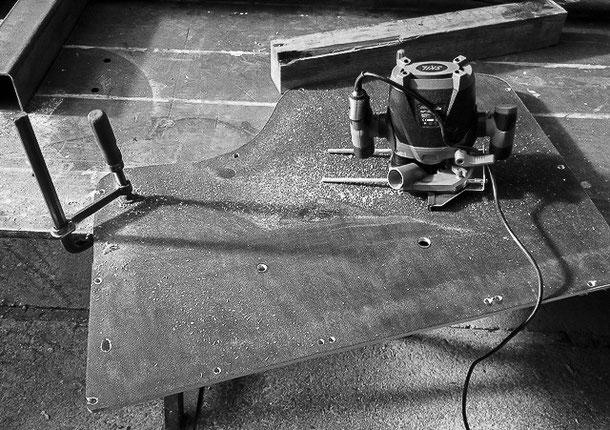 Anfertigung neuer Türverkleidungen aus einer Siebdruckplatte