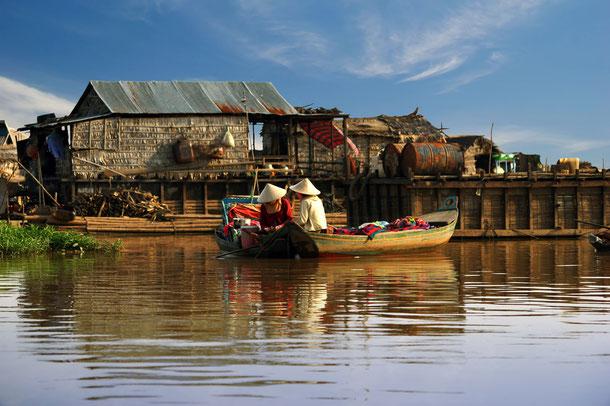 Ein Fischerdorf in Kampong Phluk auf dem Tonle Sap See.