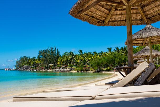 Ein entspannter Tag unter Palmen am Strand von Sihanoukville im Süden von  Kambdoscha